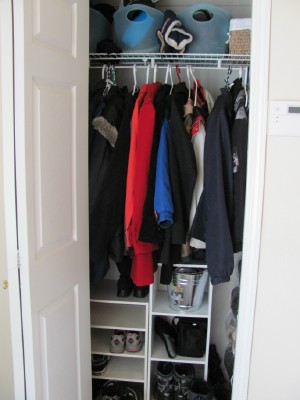 Thin hangers can double your closet space - video -