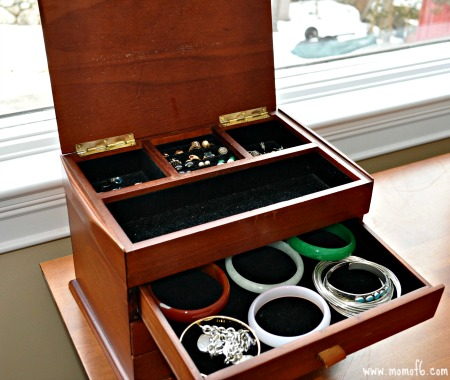 Organizing Necklaces- jewelry box
