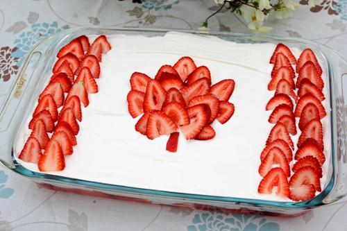 canada-flag-cake