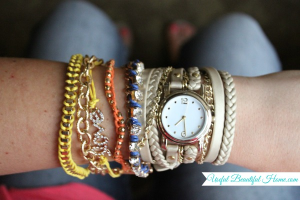 Got-bracelets-and-watches-that-tangle-while-traveling-Try-this-easy-tip
