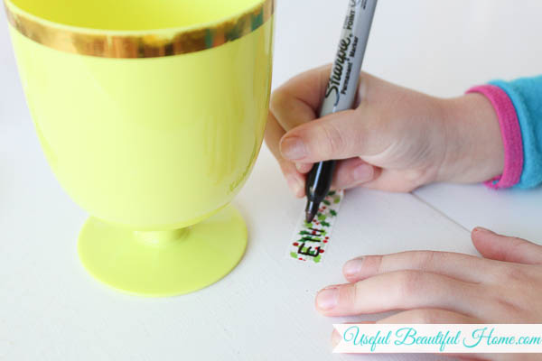 Even kids can label their own drinks using festive washi tape, how simple!