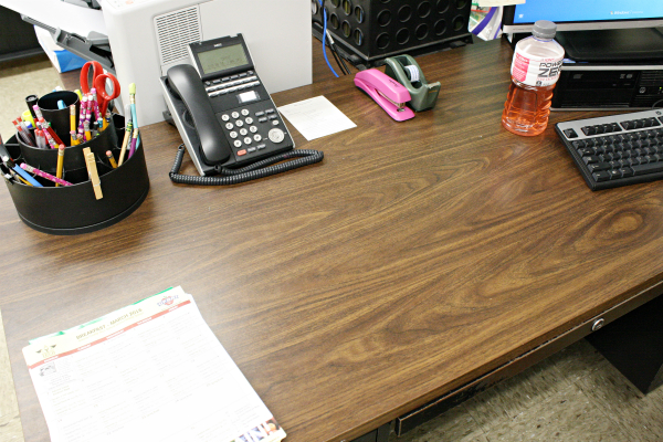 How i keep my desk organized at work - Organize my desk ...