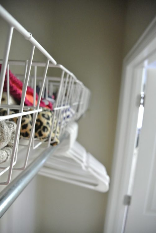 baskets-in-organized-entryway